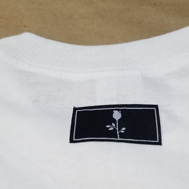 image of woven label sewn into the back of the neck of a t shirt